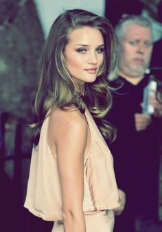 I want my hair to look like this! (but blonde, of course) I want my hair to look like this! Rosie Huntington Whiteley, Rosie Whiteley, Looks Street Style, Looks Style, Twisted Hair, Actrices Sexy, Corte Y Color, Braut Make-up, Great Hair