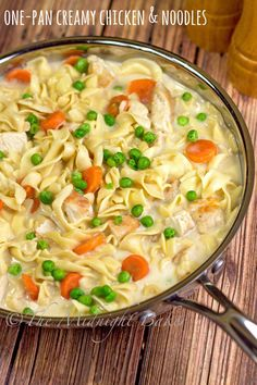 Creamy Chicken with Noodles | bakeatmidnite.com | #chicken #noodles #30minutemeals