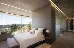 sprawling-luxury-accomodations-spectacular-views-bed.jpg