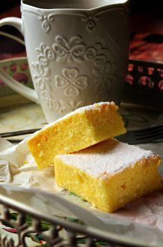 Pillekönnyű kavart grízes-túrós Hungarian Desserts, Hungarian Cake, Hungarian Cuisine, Hungarian Recipes, Cake Cookies, Dessert Recipes, Food And Drink, Cooking Recipes, Sweets