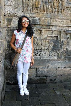 all white look, white batik top, batik and ripped white denim pants, ripped denim pants