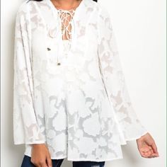 Beautiful white long sleeve blouse : S, M Such a cute top! Looks exactly like the picture! I have 2 smalls and 1 medium available. Please comment below if you would like to purchase and I was create a new listing!☺️ Tops Blouses