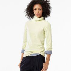 UNIQLO Women Heattech Fleece Turtleneck Long Sleeve T-Shirt (€13) ❤ liked on Polyvore featuring tops, t-shirts, turtle neck t shirts, white long sleeve shirt, fleece lined shirt, long sleeve shirts and white wrap shirt