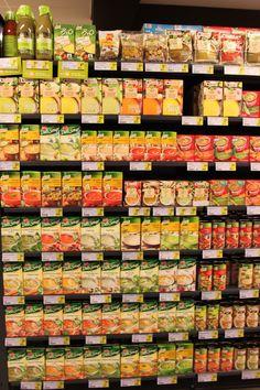Concept 'verpakkingen' Foto: bereide soep wordt vooral in brik of blik verpakt