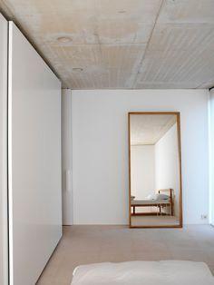 Minimal bedroom. Hou