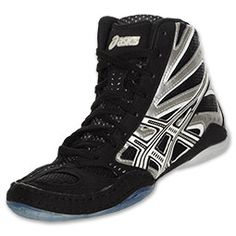 The Asics Split Second 8 wrestling shoes are made to help you move quick and efficient around the mat with an asymmetrical lacing design that reduces irritation, a split sole so that the forefoot and the heel can move and work independently and integrated lace garage. These high-performance wrestling shoes provide a comfortable supportive fit so the only thing you have to worry about is the take down.