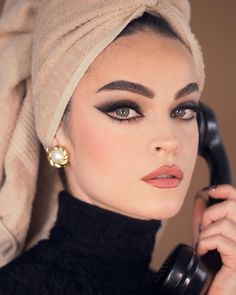 Sophia Loren Cat eye make-up look, Maquiagem Sophia Loren Vintage Makeup Looks, Retro Makeup, Look Vintage, Cute Makeup, Iconic Makeup, Classic Makeup Looks, 70s Makeup Look, Party Makeup Looks, Bold Makeup Looks