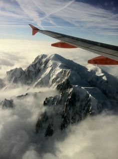 Mont Blanc/ flight over the Alps Sky Landscape, Landscape Photos, Plane Window, Chamonix Mont Blanc, Mountain Pictures, Best Of Italy, Living In Europe, French Alps, Nature Adventure
