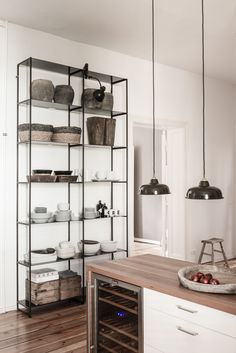 A 19th century apartment in Berlin - desire to inspire - desiretoinspire.net - Annabell Kutucu - open shelving units