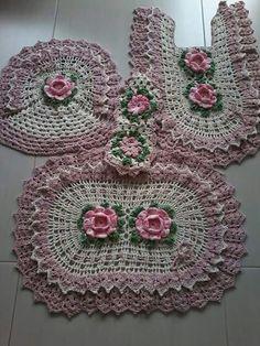 35 Coastal Minimalist Decor Ideas To Keep Now Crochet Tank, Crochet Home, Hand Crochet, Crochet Dishcloths, Crochet Doilies, Crochet Squares, Crochet Granny, Patron Crochet, Crochet Decoration