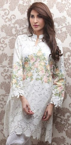 Saira Habib Spring Summer Pret Fancy Collection are the modern dresses that Pakistani women can wear to enhance their personality during the summer days. Pakistani Dresses Casual, Pakistani Dress Design, Asian Fashion, Look Fashion, Stylish Dresses, Fashion Dresses, Pakistani Couture, Nikkah Dress, Pakistan Fashion