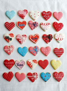 Galletas - Cookies - various heart sugar cookies Valentine's Day Sugar Cookies, Iced Cookies, Fun Cookies, Holiday Cookies, Cupcake Cookies, Summer Cookies, Cookie Favors, Baby Cookies, Flower Cookies