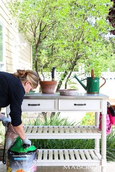 Five Best Basic Gardening Tools (available on Amazon!): Looking to develop that green thumb? You won't want to miss these useful gardening tools and products for all your gardening projects. #Toolsforyourvegetablegarden #bestgardentools
