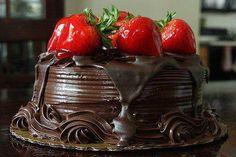 torta de chocolate con frutillas