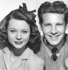 A very young Ozzie & Harriet Nelson . parents of singer Ricky Nelson . grandparents of Tracy Nelson (actress). Hollywood Couples, Vintage Hollywood, Celebrity Couples, Hollywood Stars, Classic Hollywood, Celebrity Photos, Celebrity Weddings, Marcello Mastroianni, Tracy Nelson