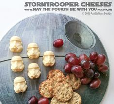 Stormtroopers are Cheesy! Star Wars Themed Food, Star Wars Party Food, Star Wars Food, Star Wars Day, Blue Harvest, Star Wars Birthday, Food Themes, Food Art, Death Star