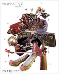 traditional Korean accessories, takes me somewhere else into another time . Korean Hanbok, Korean Dress, Korean Outfits, Korean Traditional Dress, Traditional Outfits, Traditional Wedding, Korean Fashion Trends, Korea Fashion, China