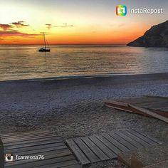 Buenos días amig@s. Para los afortunad@s que continúan de vacaciones y para los que no, feliz martes. Arrancamos el día con este bello #amanecerescostablanca de @fcarmona76 desde la playa del #Albir. #lalfasdelpi #CostaBlanca Celestial, Sunset, Beach, Water, Outdoor, Dune, Happy Tuesday, Sunsets, Calla Lilies