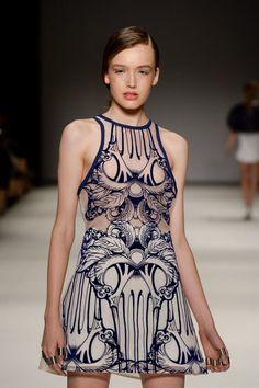 alice macCall in 2020 Runway Fashion, Boho Fashion, Fashion Show, Fashion Dresses, Womens Fashion, Fashion Details, Timeless Fashion, Fashion Design, Fashion Project