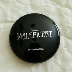 MAC Maleficent beauty powder in Natural BNIB Brand new in box!the one im selling has never been opened. MAC Cosmetics Makeup Face Powder