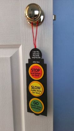 Self-adhesive foam pieces and cord. Includes instructions. Verse featured: John 14:6    Age level: 4+  Foam.  Size:80 x 246mm  Orie...