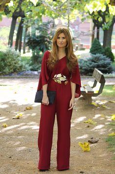 f5dfbb62d67b9 Look con mono burdeos. Chic Look. A trendy life.  jumpsuit  burgundy