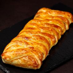 Strudel, Cakes That Look Like Food, Prosciutto Crudo, Good Food, Yummy Food, Puff Pastry Recipes, Dinner Menu, Ricotta, I Foods
