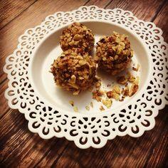 Az alap paleo receptek egy újabb gyöngyszeme. Imádom az egyszerű és gyors desszerteket, melyek ráadásul még finomak is és egészségesek is! Próbáljátok ki, érdemes!;-)