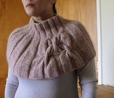 Pattern comes with instructions for both lengths of cowl. The cowl is knitted in the round, from the bottom up. FREE