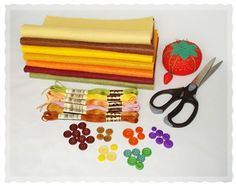 Thanksgiving crafts to make Thanksgiving Crafts To Make, Holiday Crafts, Felt Garland, Baby Cartoon, Baby Socks, Vintage Items, Diy Projects, Diy Crafts, Pure Products