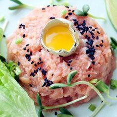 Tatar z łososia sous-vide Sous Vide Fish Recipe, Salmon Tartare, Fish Recipes, Healthy Recipes, Christmas Cooking, Ceviche, Salmon Burgers, Food Porn, Ethnic Recipes