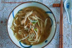 Noodlesoep met gepocheerde kip - in my Red Kitchen