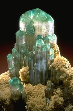 Elbaite  from the National Mineral Collection. Links to the Smithsonian National Museum of Natural History.