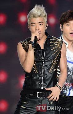 [TVDAILY] #25082012 2PM at Yeosu for Korea-China Song Festival. ©tvdaily.mk.co.kr