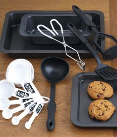 Yum! Bake your favorite treat with our easy to clean Sunbeam bakeware. #AnnasLinens #Bakware
