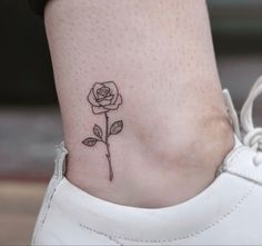 Small Neck Tattoos, Small Moon Tattoos, Girly Tattoos, Tatto Mini, Mini Tattoos, Pretty Tattoos For Women, Beautiful Tattoos, Hip Thigh Tattoos, Simple Rose Tattoo