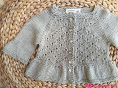 Kız Bebek Örgü Hırka Modelleri The clothing culture is very old. Knitted Baby Cardigan, Knit Baby Sweaters, Classic Outfits, Retro Outfits, Knitting For Kids, Baby Knitting, Strick Cardigan, Baby Vest, Knitting Designs