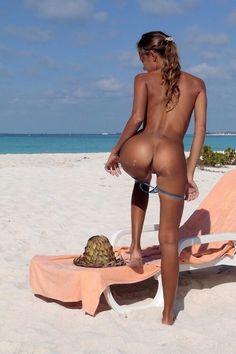 femme pied nu sur des rats belle femme forte nues
