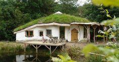 Charlies Hague Hobbit House, Galles / Casa Hobbit di Charlies Hague, in Galles Earthship, Cob Building, Green Building, Building A House, Building Design, Green Design, Nachhaltiges Design, Design Ideas, Casa Dos Hobbits
