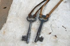 different way to fasten at the top of the key - lets the key hang straight.