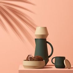 Summer is back! 🙌🏼 Treat yourself with catching some rays and taking it slow with a nice cup of coffee in the sun! 🌞#slowliving #takeitslow #sunshine #coffeetime #carafe #holidays