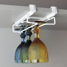 Deixe suas taças organizadas com este prático suporte. Aproveite melhor os espaços em seu armário de cozinha. Fácil encaixe e sem furos.