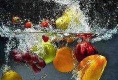 Comer de forma sustentável significa escolher alimentos com consciência para proteger a diversidade de nosso planeta. A escolha também ajuda preservar recursos naturais, como a água. Confira em nosso blog 4 dicas que contribuem para diminuir as alterações climáticas, ao tratamento desumano dos animais e ainda ajudam melhorar a sua saúde. Leia em: http://goo.gl/k99dB8