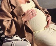 Family - family love on We Heart It Cute Maternity Outfits, Stylish Maternity, Maternity Fashion, Pregnancy Goals, Pregnancy Outfits, Cute Family, Baby Family, Baby Momma, Baby Love