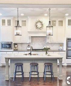 Farmhouse Kitchen Lighting - Home Interior Design Ideas Kitchen Retro, Kitchen And Bath, New Kitchen, Kitchen Ideas, Kitchen Designs, Kitchen Layout, Kitchen Sink, Kitchen Islands, Kitchen Backsplash