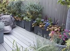 Comment utiliser des plots lors du montage d'une terrasse sur sol stable ? Toutes les étapes en pas à pas.