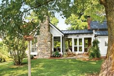After carefully restoring her 200-year-old Federal-style farmhouse in Stanly County, North Carolina, the homeowner quickly realized she lacked a crucial country-living element: a spacious, covered outdoor space where she could entertain, relax, and enjoy the views. Charlotte-based architect Ken Pursley jumped in to design a screened porch addition that would afford the outdoor living she wanted and still uphold all the integrity of the beloved historic farmhouse.