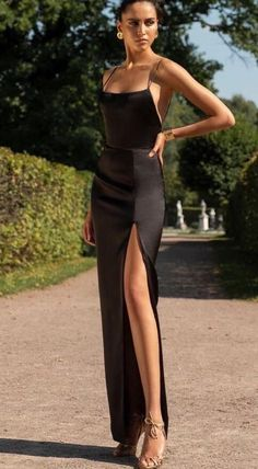 - The little black dress - Elegant Outfit, Elegant Dresses, Pretty Dresses, Beautiful Dresses, Formal Dresses, Wedding Dresses, Wedding Shoes, Shein Dress, Dress Plus Size