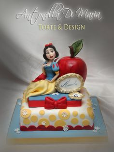 Red apple & Snow White cake.
