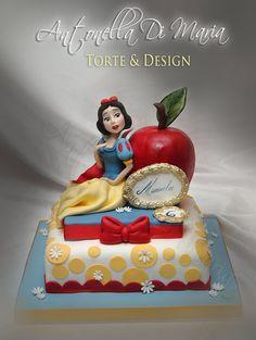 Red apple & Snow White cake.